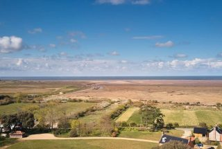 Thornham coastline between Wild Luxury and Annas. This is what makes this corner of England so very special. #norfolkcoast #norfolkhotels #specialplacestostay #beachlife #secretescapes #norfolkhideaways #norfolkglamping